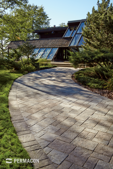 Paver driveway, reproducing the richness of cut and chiselled stone