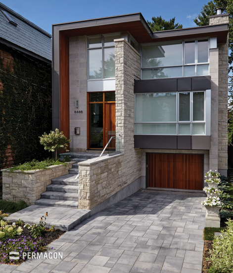 This paver is perfect to create an urban look at the entrance to your home